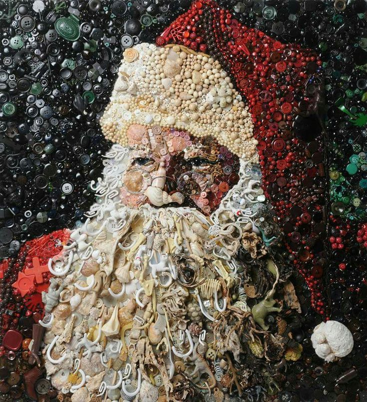 Wow! I'm so inspired! Santa made from buttons and shells.
