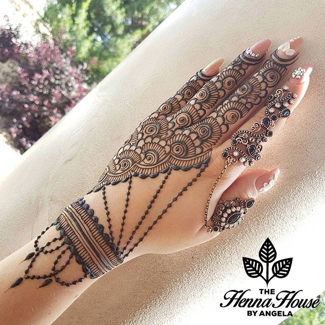 Another look at this funky new layout with this gorgeous ring by @princessbowtique_uk #henna #hennaartist #mehndi #hennainspire #hennatattoos #hennapaste #hennapro #heena #art #artist #tattoo #tattoos #edmonton #780 #yeg #stalbert #yeghenna #yoga #indian #arab #wedding #indianwedding #mandala #draw #drawing #mehendi #bridal #bridalhenna #lotus #hudabeauty • pikore.co