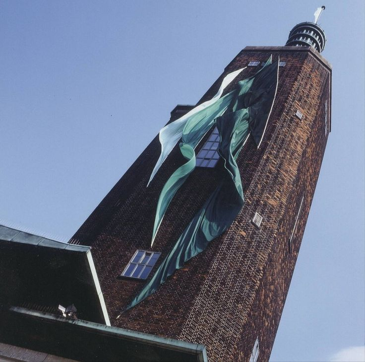 Towerbanners - Dré Wapenaar, 2001 | Collection Boijmans
