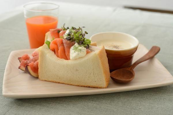 『ウチカフェブレッド:7日間レシピ』!《水曜日》はサンドイッチ。厚切りだからポケットサンドも簡単です(^^) カッテージチーズは牛乳にレモン汁を入れてレンジでチンでも作れるそうです♪ http://oak.ctx.ly/r/h9s8