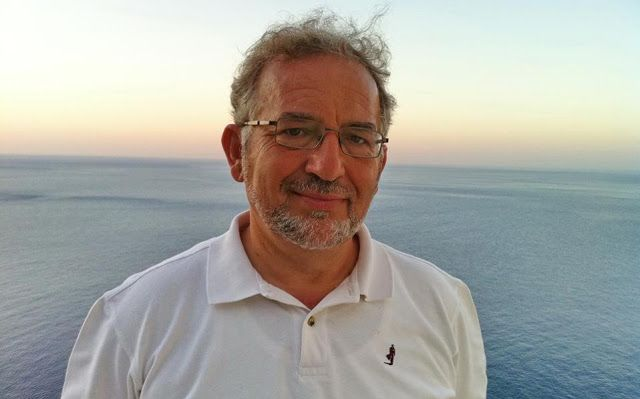 Ο ψυχοθεραπευτής Δημήτρης Καραγιάννης μιλά για το αντίδοτο της δυστυχίας  Διεκδικώντας τη χαρά ει...