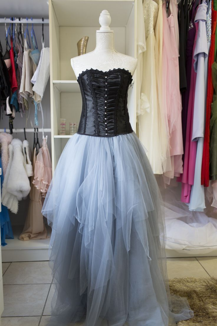 Define tulle. tulle synonyms, tulle pronunciation, tulle translation, English dictionary definition of tulle. n. A fine, often starched net of silk, rayon, or nylon, used especially for veils, tutus, or gowns. n a fine net fabric of silk, rayon, etc, used for.