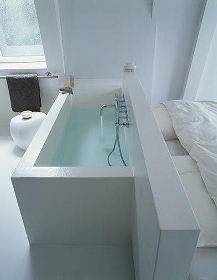 Vorm van bad!!  ps. Een betonnen bad laten gieten? Vast zwaar en koud in de winter, maar wel tof en precies op maat te maken. Qua kosten geen idee hoe het zich verhoudt tot gewoon bad.