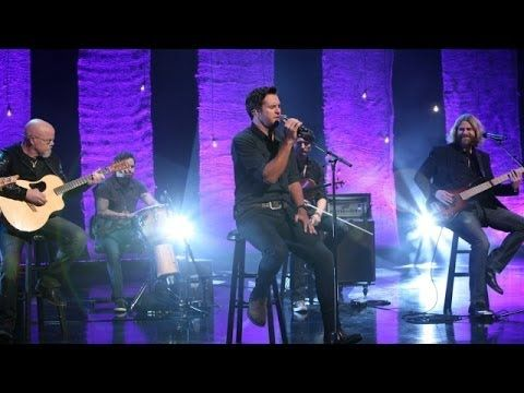 Luke Bryan Performs 'Drink a Beer' --- moved my heart to tears and joy at same time