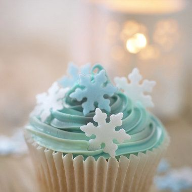 Edible Snowflake Wafers for cute and Christmassy cupcakes! #baking
