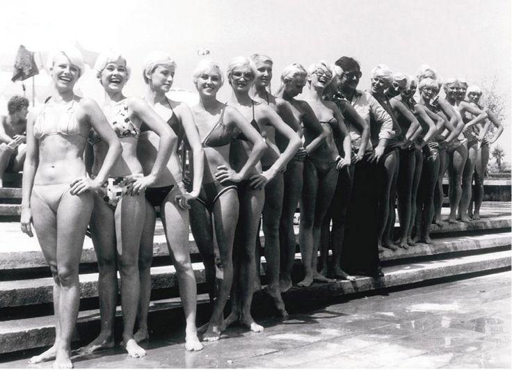 Οι χορεύτριες των περίφημων μπαλέτων Μπολσόι απολαμβάνουν τη διαμονή τους στον Αστέρα σε μία από τις πολλές επισκέψεις τους εκείνα τα χρόνια στην Ελλάδα για παραστάσεις