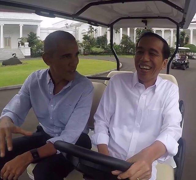 President Jokowi Widodo #Indonesia and 44th US President Barack Obama enjoying Friday afternoon June 30, 2017 at #Bogor #PresidentialPalace (picture courtesy of President Joko Widodo)