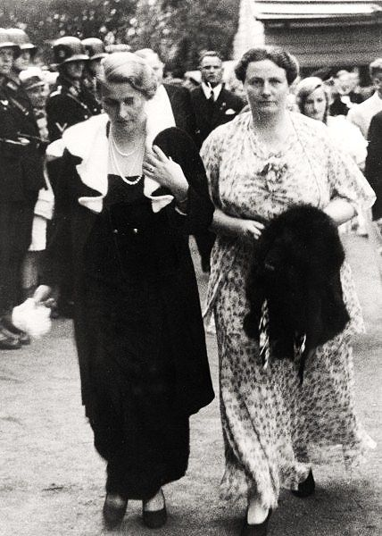 Magda Goebbels & Winifred Wagner. | Mujeres | Pinterest ...
