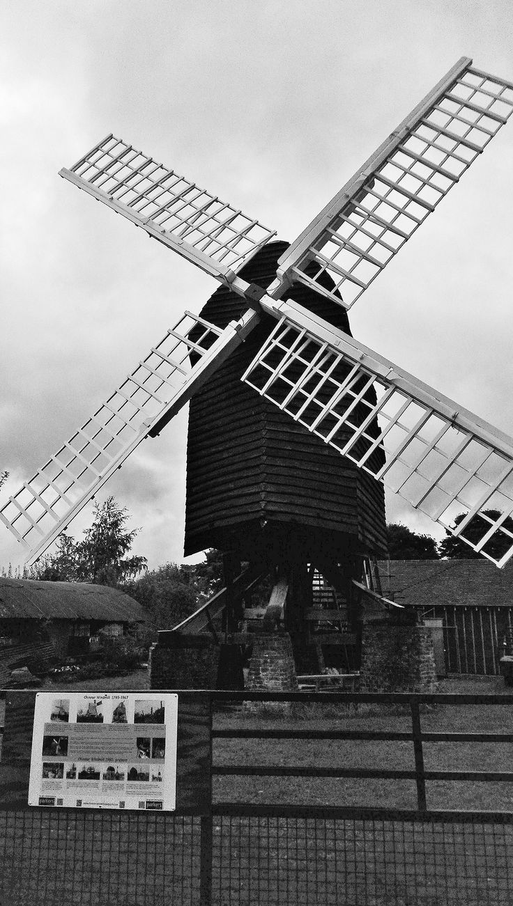 https://flic.kr/p/oSHPh1 | Chinnor, Oxon | Post mill being restored, rare in having three crosstrees, Sails recently fitted.