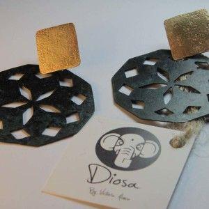 Aros mándalas, fabricados a mano en bronce patinados y plata 950. Pertenecen a la colección DIOSA BY VICTORIA ALONSO. www.victorialonso.com