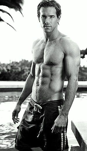 Ryan Reynolds, now that is some eye candy! Yummy
