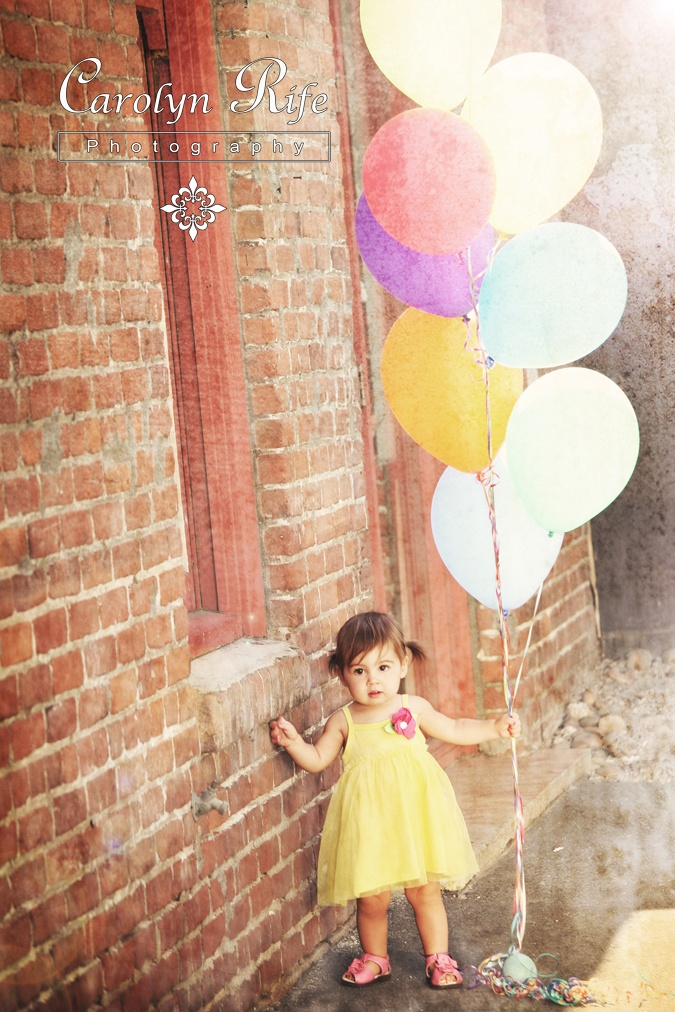 Spring Photo Shoot Ideas. Brick wall backdrop and balloons--cute combo.