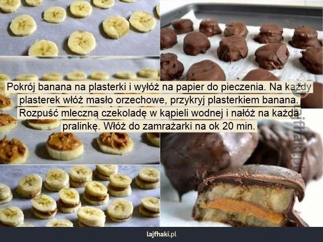 Lajfhaki.pl - Pokrój banana na plasterki i wyłóż na papier do pieczenia. Na każdy plasterek włóż masło orzechowe, przykryj plasterkiem banana. Rozpuść mleczną czekoladę w kąpieli wodnej i nałóż na każdą pralinkę. Włóż do zamrażarki na ok 20 min.