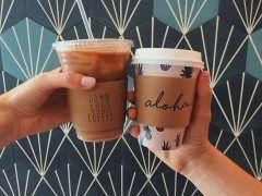 ハワイのワイキキにあるOlive & Oliverオリーブ&オリバーのコーヒーがおしゃれ このお店はオシャレな衣服やアクセサリー雑貨などを取り扱っているお店です このお店にはカフェが併設されていてそこで売られているコーヒーのカップが可愛い ハワイに行った時にはぜひ行ってみてね( tags[海外]