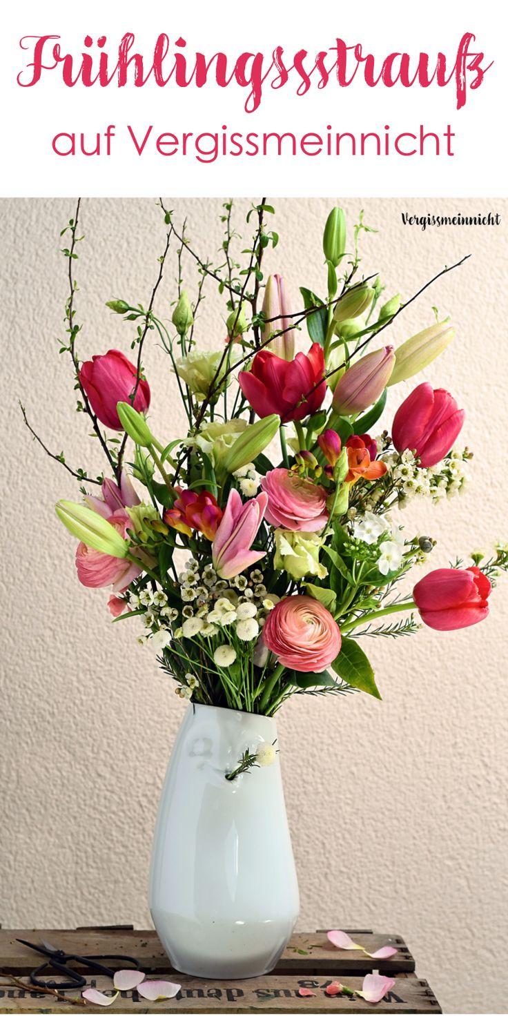 Frühlingsstrauß schön gebunden mit verschiedenen Blumen.