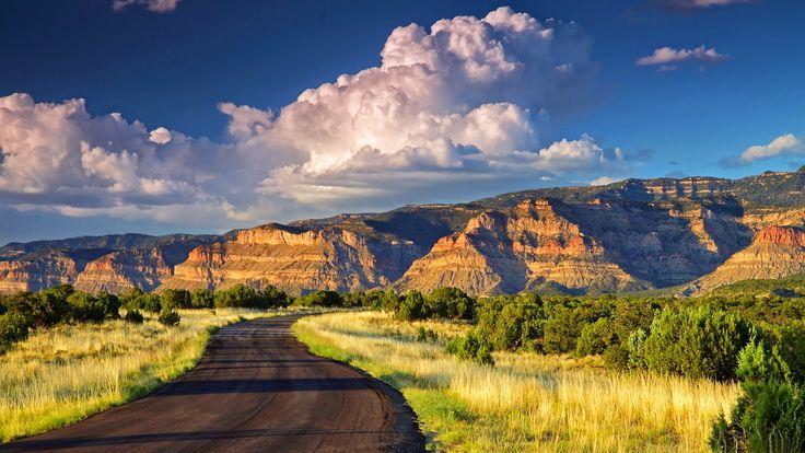 Landschap met rotsachtige bergen