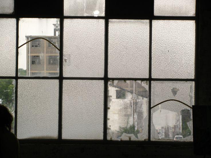 Gebroken ramen, Eifelgebouw Maastricht. Photo made by: lexvanwijk@home.nl
