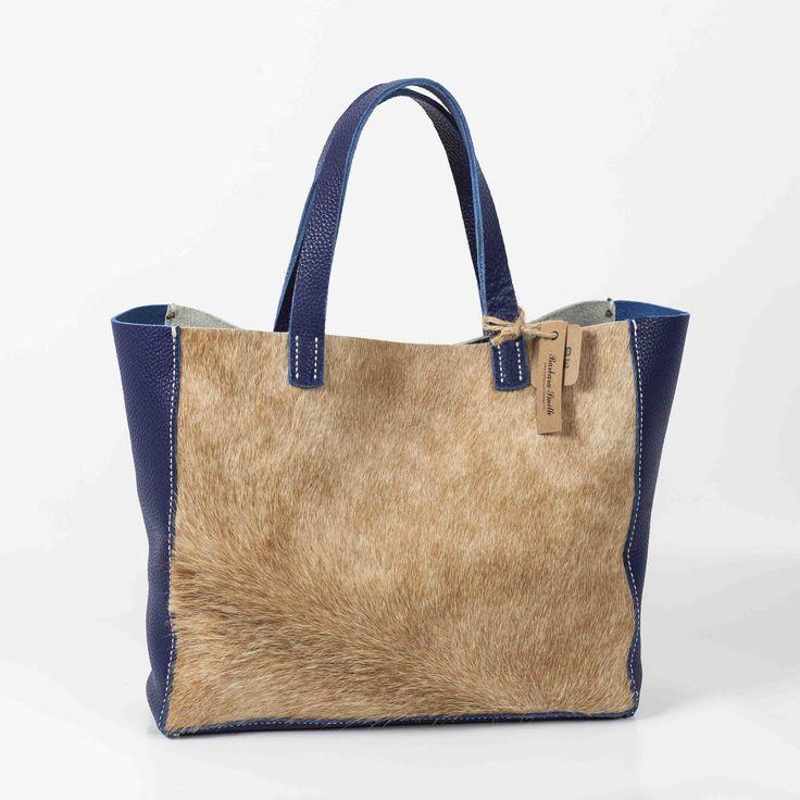 Bolso de cuero y pelo de vaca artesanal. Hecho a mano. Handmade leather bag