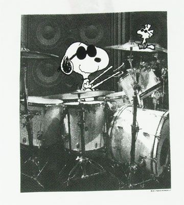 Drummer :) Charlie Brown's friend Snoopy -- aka Joe Cool - playing drums with Woodstock sitting on cymbal. Photoshopped creation of real drumkit and cartoon characters - Cute! #DdO:) - https://www.pinterest.com/DianaDeeOsborne/drums-drumming-joy/ - DRUMS AND DRUMMING JOY. Pinned via zsmama