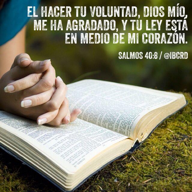 Salmos 40:8 El hacer tu voluntad, Dios mío, me ha agradado, Y tu ley está en medio de mi corazón ♔
