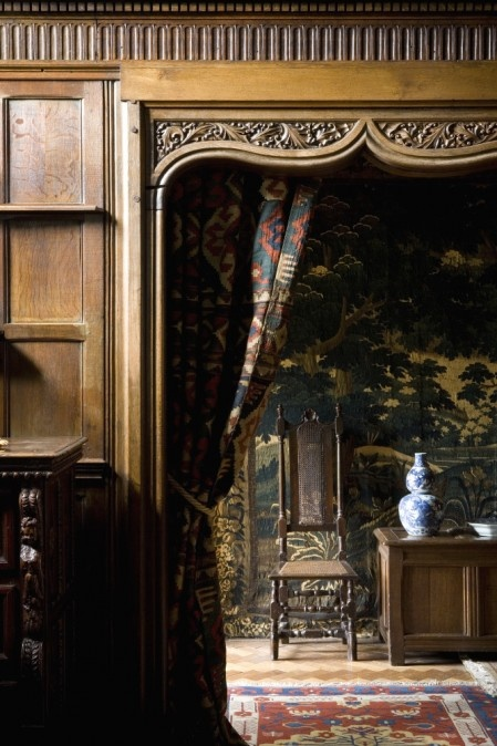Wightwick Manor still contains original interiors that were heavily influenced by the Aesthetic Movement. The rooms have the same mixture of antique furniture, metalwork and ceramics that Rossetti helped to make fashionable.