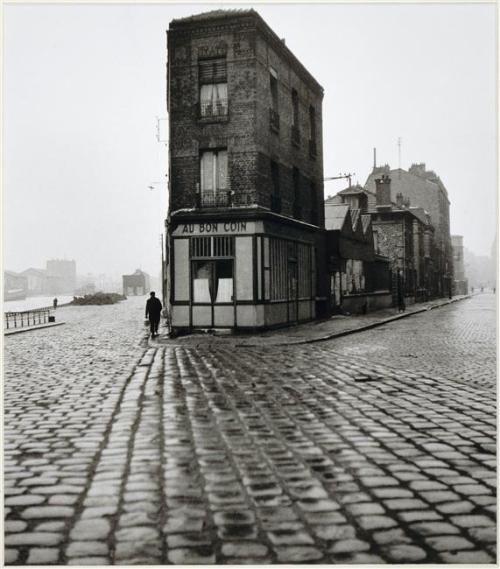 "sealmaiden:  ""Robert Doisneau (1912-1994)  Au Bon Coin, quai du Port, Saint-Denis 1945  """
