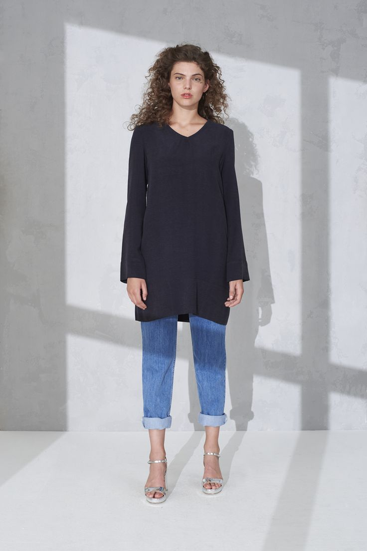 Silky tunic with extra long sleeves and eco washed high rise retro jeans