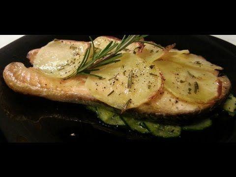 Tranci di salmone con zucchine e patate in crosta