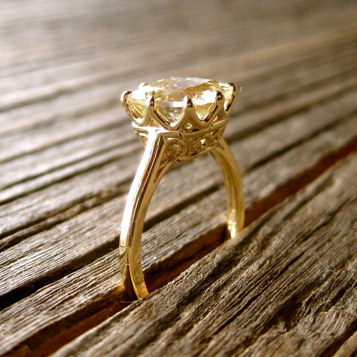 Cushion Cut Lemon Quartz Engagement Ring in 14K Yellow Gold with Scrolls on Basket Size 6(Etsy のSlowackJewelryより) https://www.etsy.com/jp/listing/153244981/cushion-cut-lemon-quartz-engagement-ring