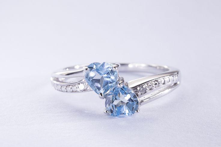 Stříbrný prsten s topazy a diamanty.  #klenotnictvipraha  #zlatnictvipraha  #sperky  #prsteny  #modra  #topaz  #diamant  #stribro  #stribrnysperk  #darek  #modra  #klenotacz