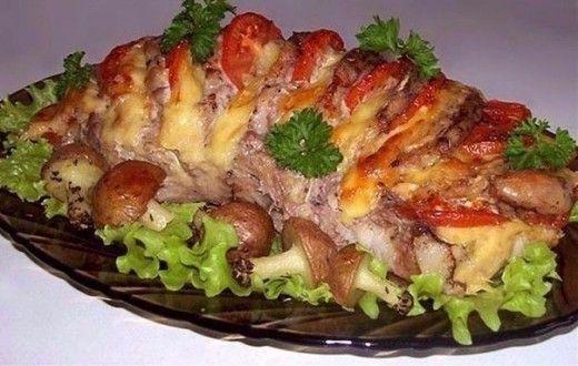 Ингредиенты: Мясо, мякоть (свинина/говядина) — 1 кг Помидор — 2 шт. Сыр твердый — 200 г Чеснок — 3 зубчика Маринад: Лимонный сок — 1 ст. л. Соевый соус — 2–3 ст. л. Горчица — 1 ст. л. Оливковое или растительное масло — 2 ст. л. Приготовление: 1. Выбрать ровный (прямоугольный), плотный кусок мяса (как […]