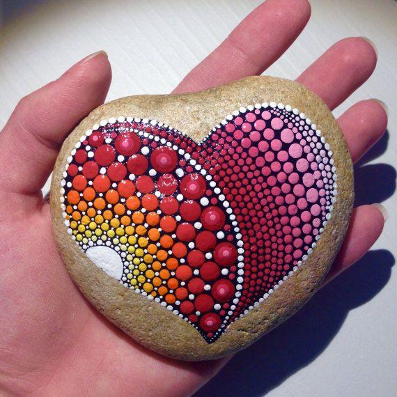 Gran roca corazón punto arte Mandala pintado por CreateAndCherish