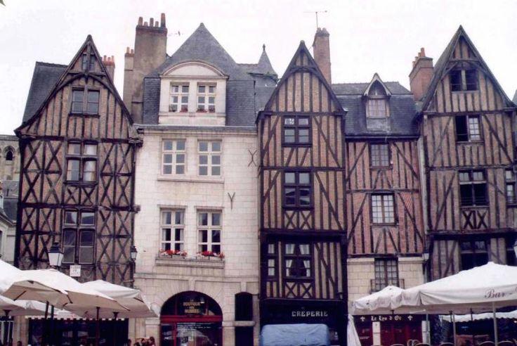 Région Centre, Tours, la ville de Tours est une ville d'art et d'histoire riche en culture et en patrimoines. Alors n'attendez plus, vivez cette expérience avec Bontourism®