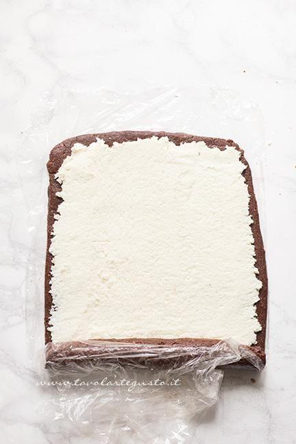 Arrotolare il rotolo - Ricetta Rotolo senza cottura al cioccolato