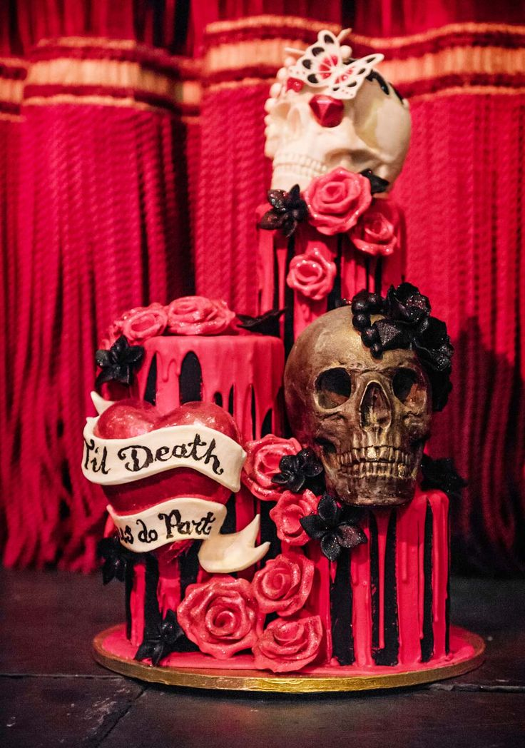 Gothic wedding cake from Choccywoccydoodah