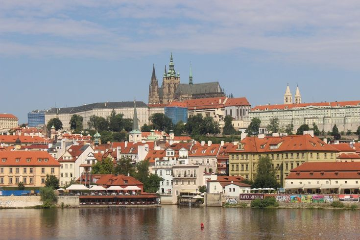 Tijdens een vakantie in Tsjechië kan je prima een citytrip Praag met kinderen doen. Maar de stad biedt ook meer dan voldoende voor alleen een stedentrip.