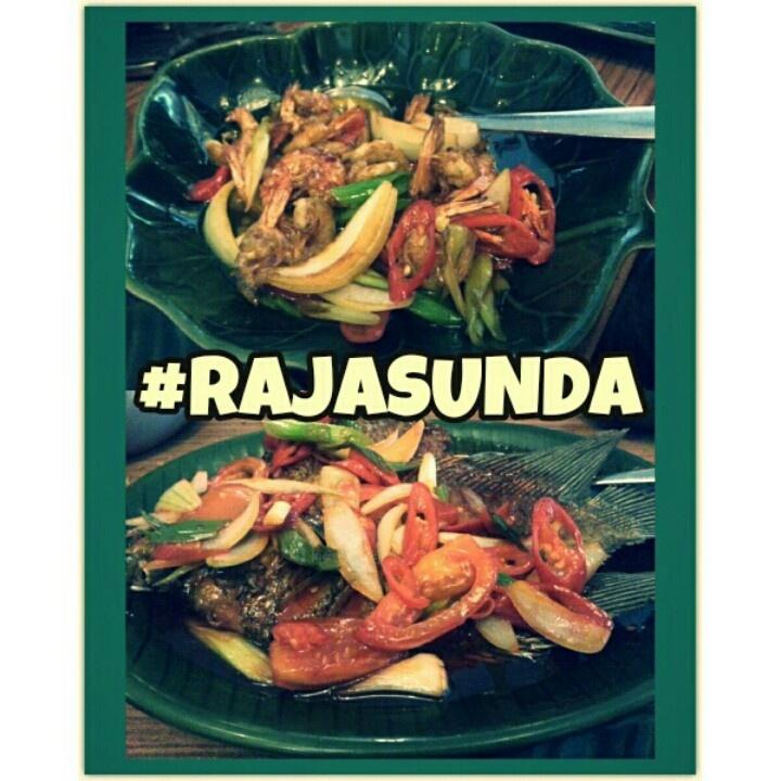 udang saus tiram dan gurame asam manis @Raja Timihiri sunda resto, pasteur bandung. *tmptnya unik dan khas sunda bgt. asik bwt makan2 bersama keluarga. tp harganya mahil sih ha ha*
