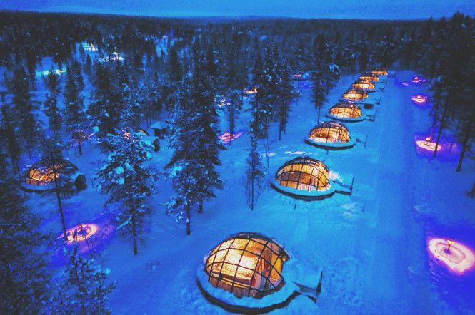Kakslauttanen, Finlandia: è il più incantevole resort della Lapponia. Gli alloggi dell'hotel sono costituiti da igloo di vetro immersi in un'atmosfera alquanto affascinante dai quali si possono ammirare l'aurora boreale e il cielo stellato.