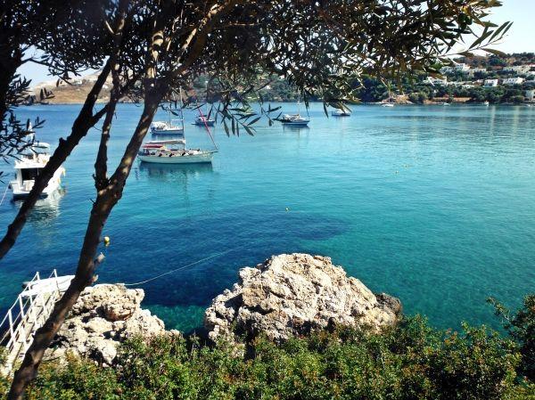 Inviting water at Vromolithos bay