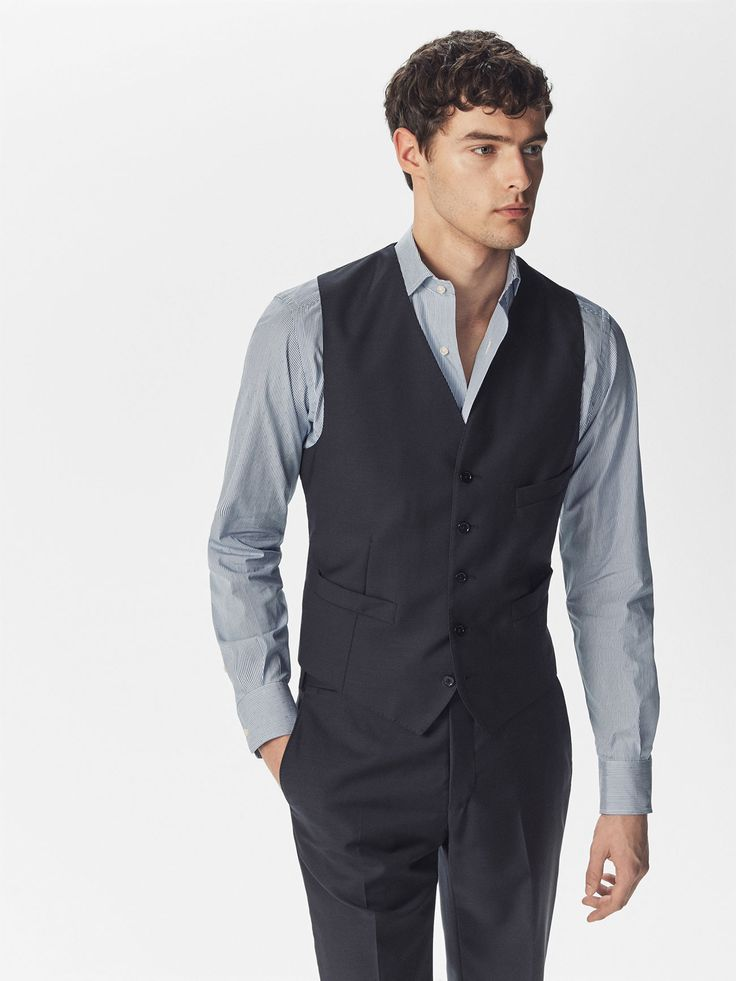 Formal waistcoat made from 100% Italian wool fabric. It fastens with buttons at the front and has three besom pockets, a lining and an adjustable band at the back.