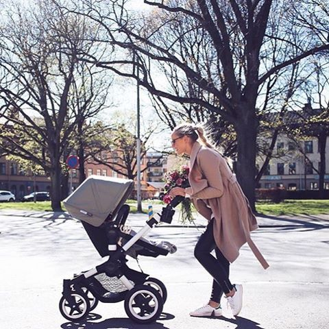 Sunny days, light jackets, and fresh flowers... It looks like spring in Sweden! Thanks @joannajohanssonx for sharing this great photo of your Bugaboo Buffalo with Dark Khaki Extendable Sun Canopy, enjoy your stroll! #bugaboo #bugaboobuffalo #photooftheday