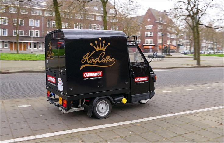 Zwaarbeladen, op de Apollolaan in Amsterdam...