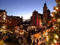 Mercatino di Natale - Christmas Market, Sarcedo,  Dec. 8, 2013,  Piazza Vellere, 9 a.m. to sunset; from 2 p.m. live music with Galician bagpipes; old trades demonstrations; entertainment for children with magicians and games.
