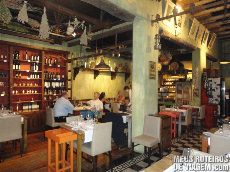 Para os amantes da boa gastronomia, Mendoza é uma cidade perfeita, pois além de bons vinhos também possui muitos restaurantes de qualidade e com preços ...