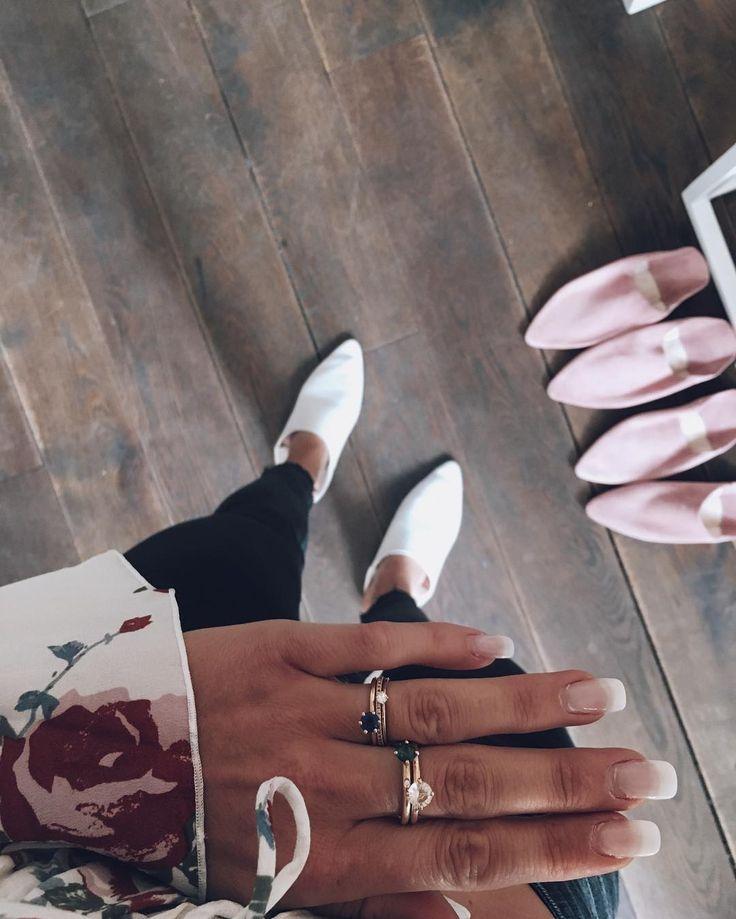 Morning guys  Just shared some jewelry combos you had wished for on insta story!  #mumbaistockholm #lucyring #champagnemorganite #greentourmaline #jadering #champagnediamonds #notsotinydiamondring #thesolitaire #bluesapphire #mumbaibabouche #babouches