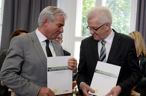 Der Ministerpräsident von Baden-Württemberg, Winfried Kretschmann und Thomas Strobl, der Landesvorsitzende der CDU Baden-Württemberg, bei der Vorstellung des Koalitionsvertrags. Foto: dpa
