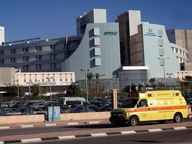 Пятилетний мальчик погиб в результате падения с высоты в Негеве http://kleinburd.ru/news/pyatiletnij-malchik-pogib-v-rezultate-padeniya-s-vysoty-v-negeve/  Поздно вечером в пятницу, 14 октября, в беэр-шевскую больницу «Сорока» был доставлен 5-летний мальчик с тяжелыми травмами. Спасти жизнь ребенка врачам не удалось. Они были вынуждены констатировать его смерть. По словам родителей мальчика, жителей бедуинского поселка Аруар, недалеко от Арада, их сын получил травмы в результате падения с…