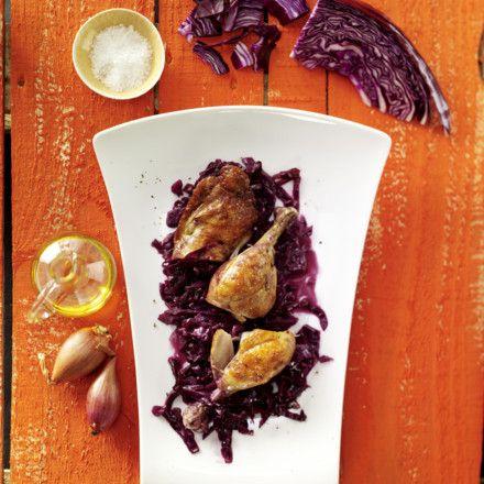 Geschmorte Hähnchenkeulen mit Rotkohl Rezept