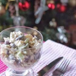 Sałatka z kurczakiem, serem feta i ananasem - najlepsza na imprezy!