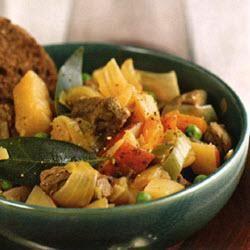 Ierse stoofschotel met wortelen, aardappelen, uien, prei, meirapen en doperwten @ allrecipes.nl